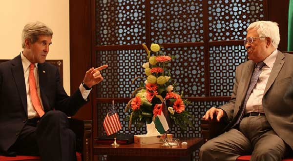 Palestinian President Mahmoud Abbas meets with US Secretary of State John Kerry in the West Bank city of Bethlehem, on Wednesday.---Xinhua