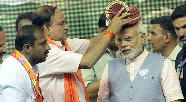 BJP leader Ananth Kumar felicitates Prime Ministerial candidate Narendra Modi during a rally at Bommanahalli, Karnataka on April 8. IANS